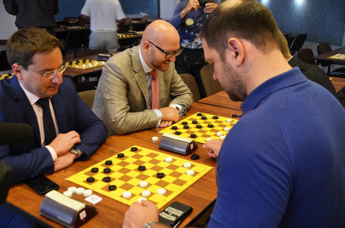 В Ярославле 200 спортсменов участвуют в первенстве мира по шашкам-64