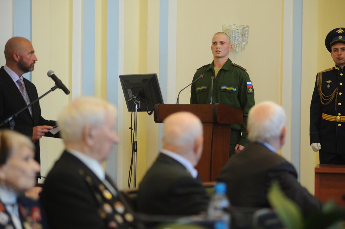 Дмитрий Миронов вручил Александру Каменецкому знак «Почетный гражданин Ярославской области»