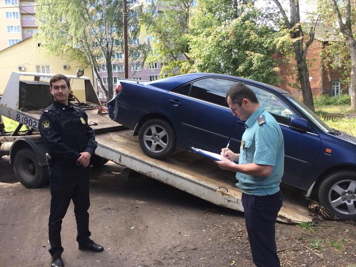 У ярославны, задолжавшей 7 миллионов рублей, арестовали дорогостоящий автомобиль
