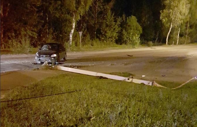 В Ярославле «Форд» снес фонарный столб