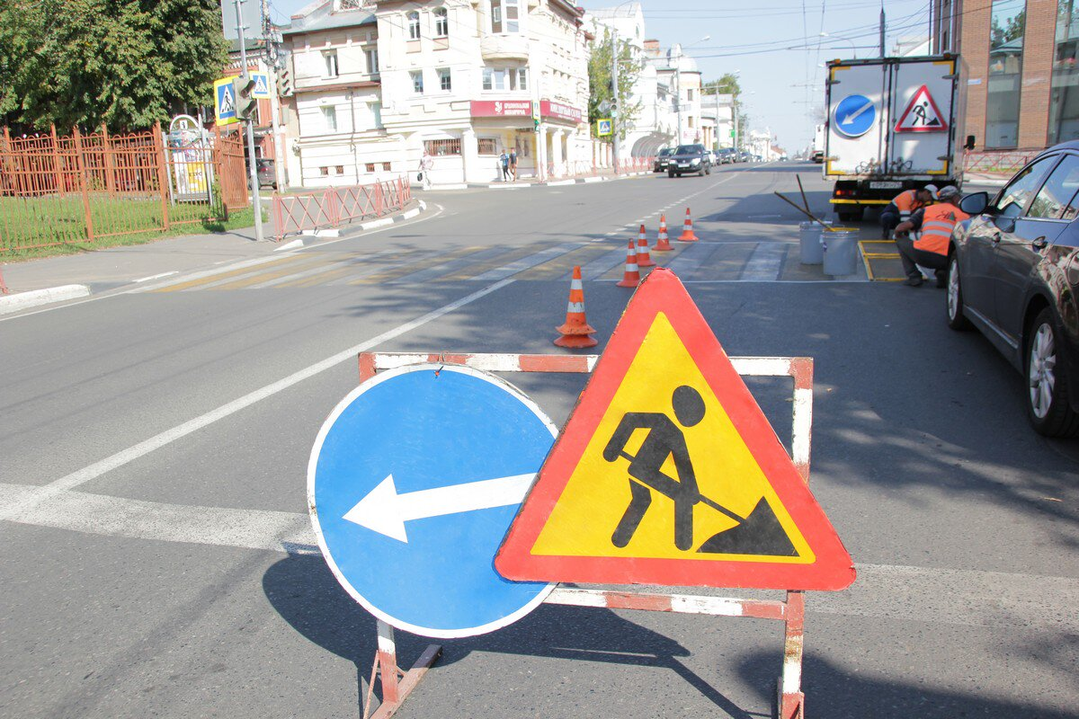 Власти Ярославля объяснили, почему дорожную разметку наносят в конце лета