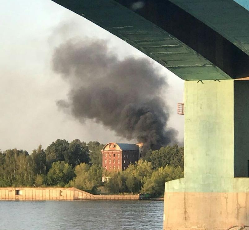 Взрывы и дым в Ярославле: что произошло