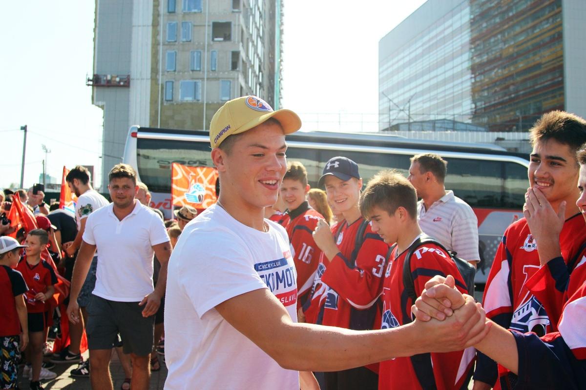 Болельщики встретили «Локо» с Кубком мира в Ярославле
