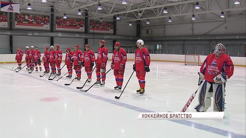Ветераны «Локомотива» провели благотворительный матч в поддержку игрока «Сибири»