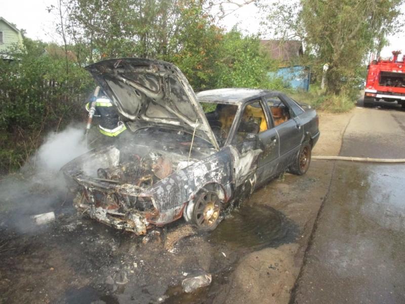 В Ярославле сгорел автомобиль Audi