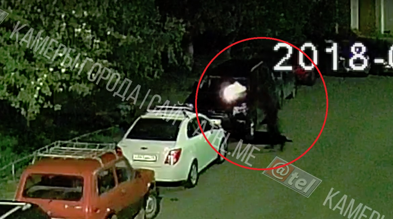 Обнародовано видео, как в Ярославской области подожгли «Лексус»