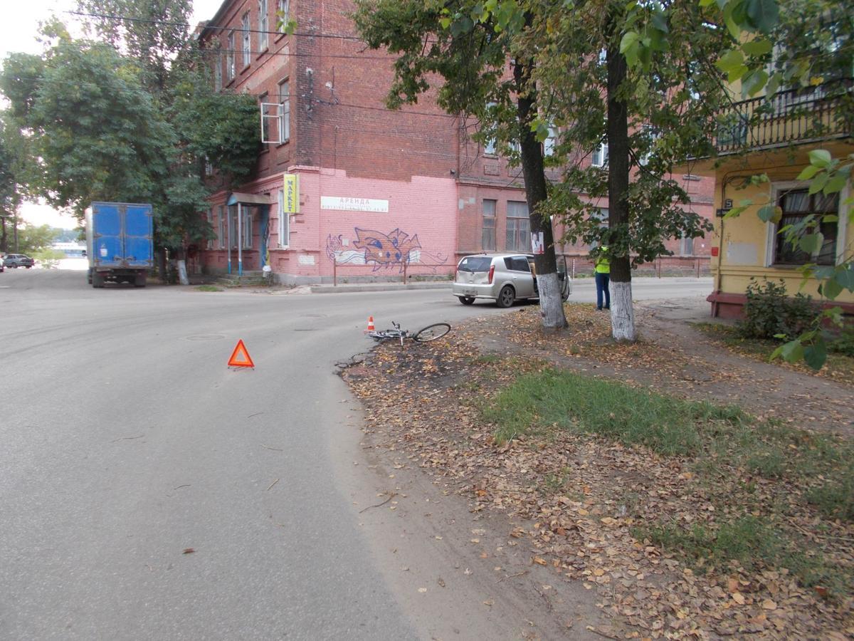 В Ярославле водитель иномарки сбил женщину-велосипедиста