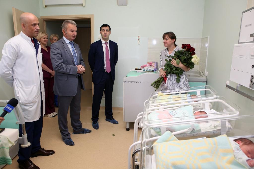 Из перинатального центра в Ярославле выписали вторую в этом году тройню