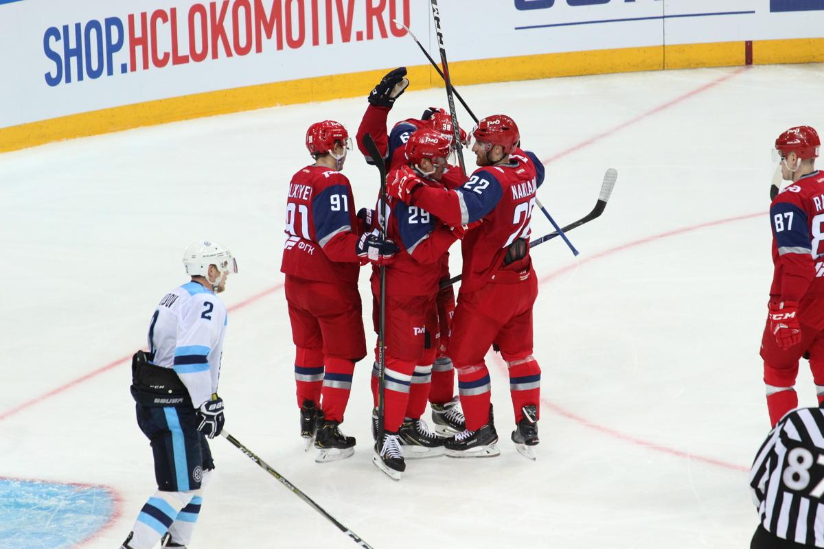«Локомотив» разгромил «Сибирь» и одержал первую победу в сезоне