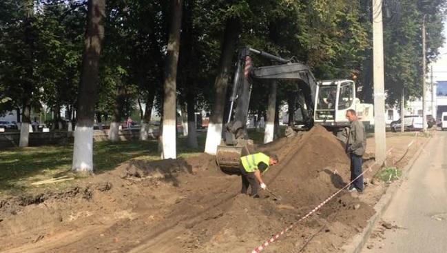 Сквер в центре Ярославля урезали для парковки