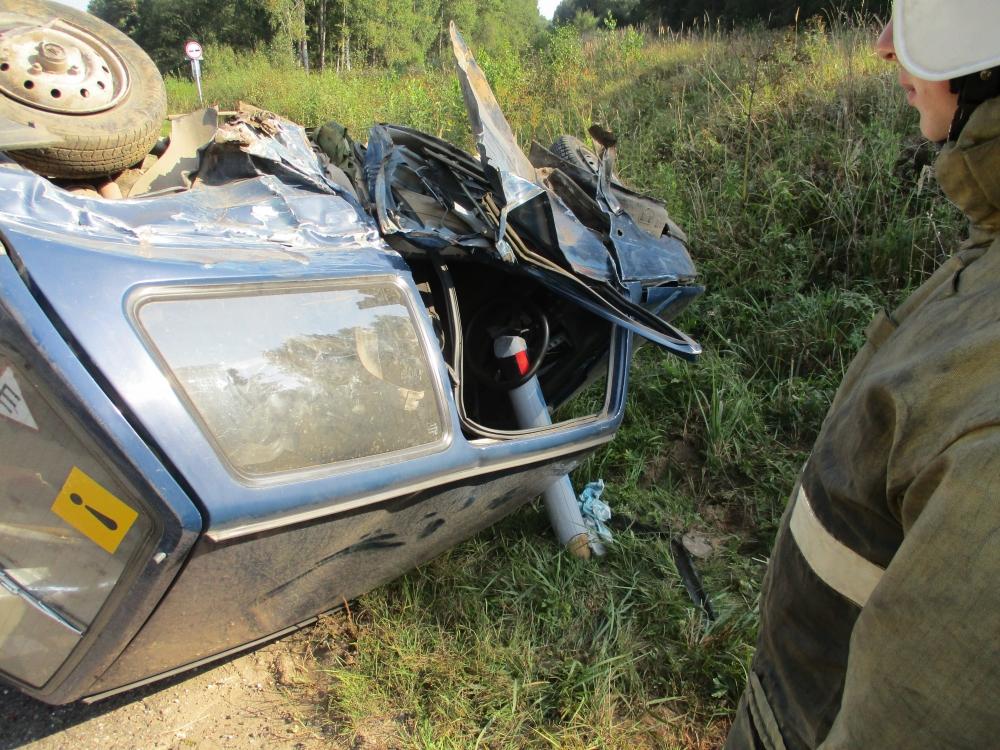 В Ярославской области в ДТП пострадал водитель перевернувшейся «Оки»