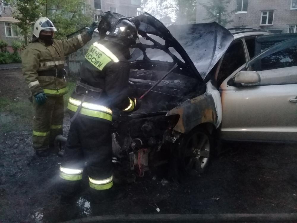 Ночью в Ярославле сгорели два автомобиля