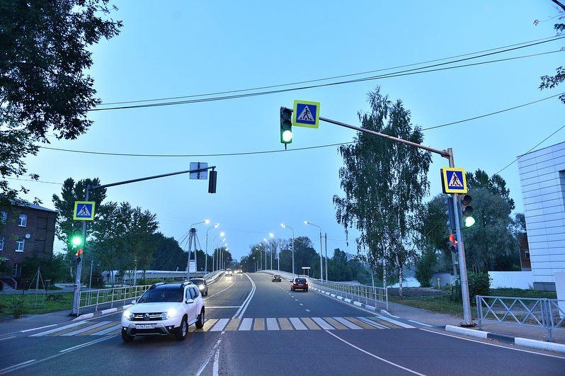 На Комсомольской площади в Ярославле у нового моста установили светофор