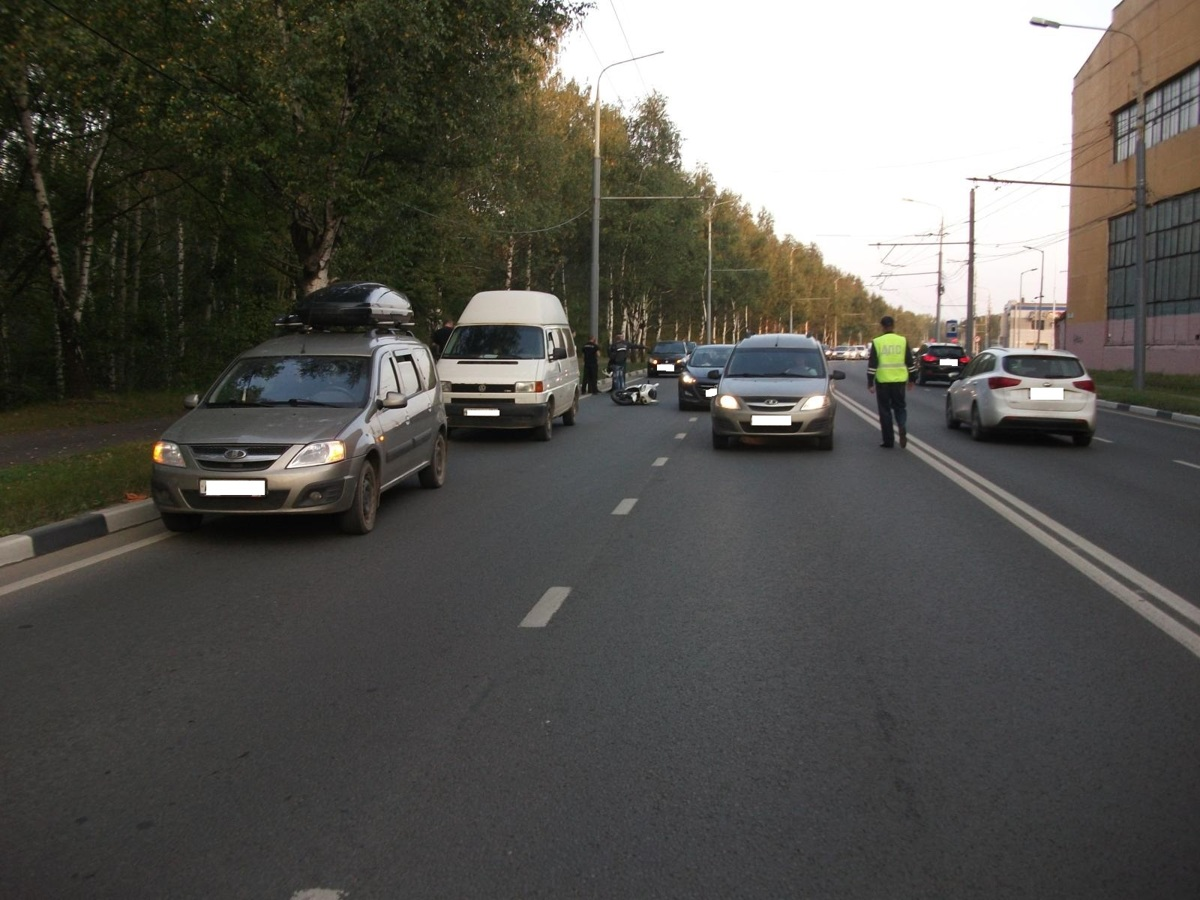 На Полушкиной роще в Ярославле мотоциклист попал в ДТП