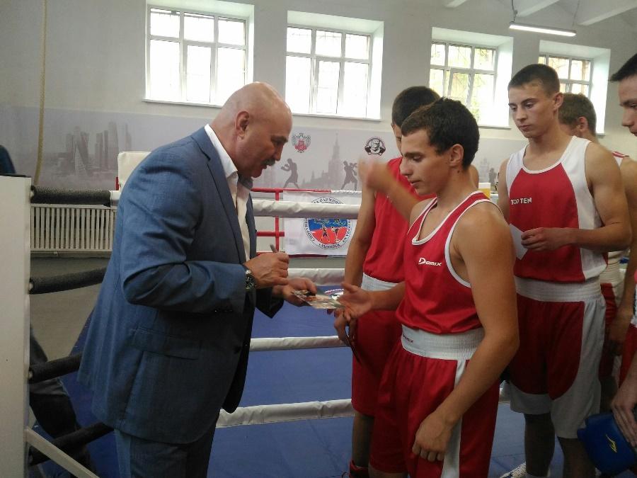 Чемпионский десант в квадрат ринга. Ярославль на несколько дней превратился в Мекку бокса