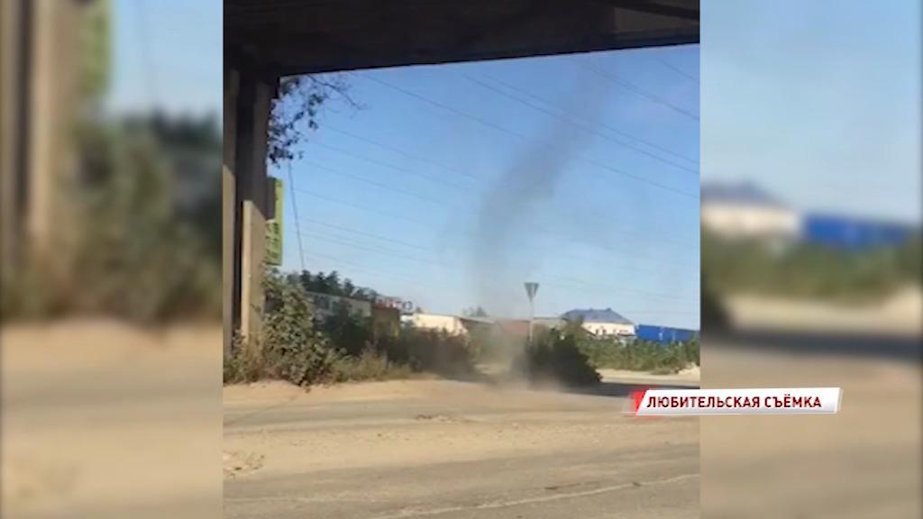 В Ярославле очевидцы засняли на видео небольшой смерч