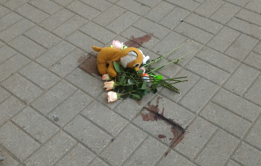 В Ярославле из окна квартиры на 10-м этаже выпал ребенок