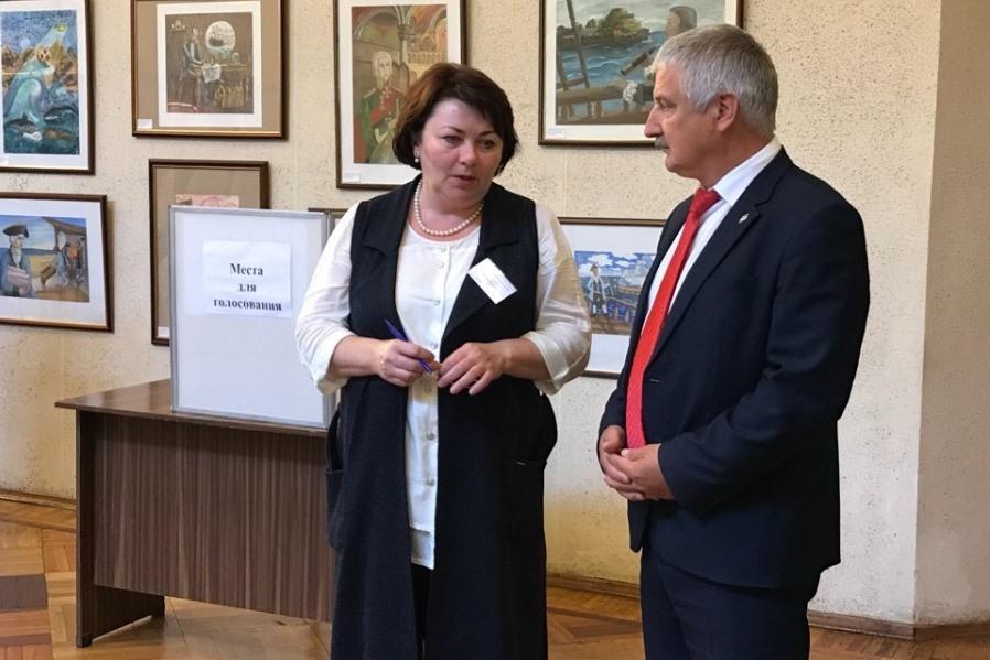 Глава Рыбинска проверил соблюдение требований безопасности на избирательных участках города