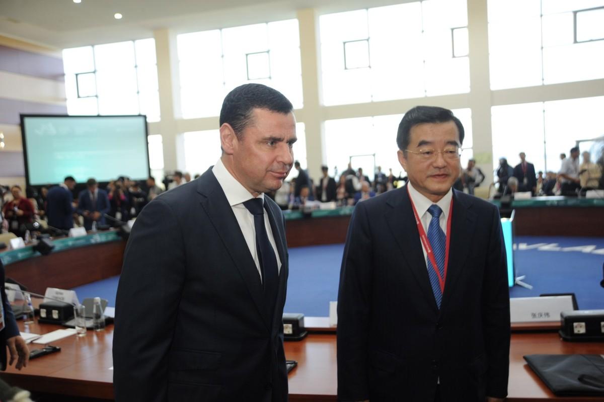 Дмитрий Миронов провел круглый стол руководителей регионов России и Китая на IV Восточном экономическом форуме