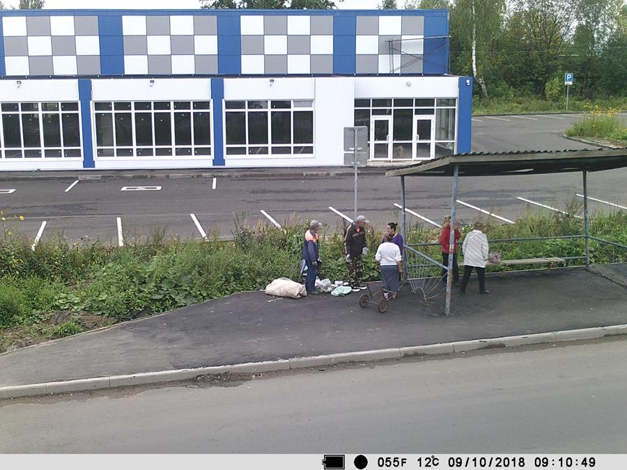 Жители Рыбинска захламили остановку, не желая платить за вывоз мусора