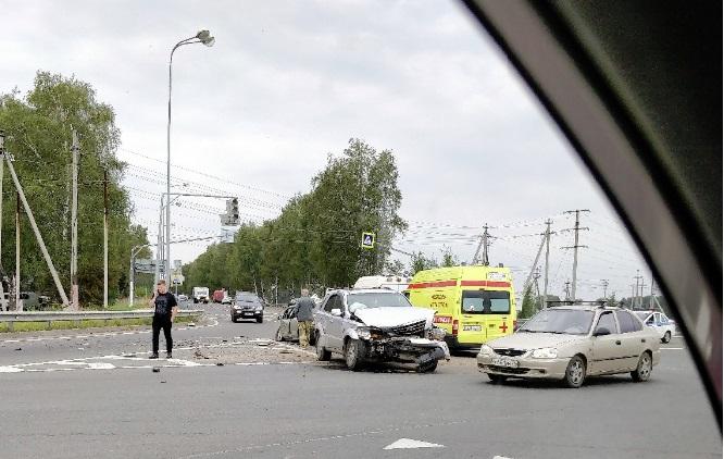 Четыре человека пострадали в ДТП у поселка Лесная Поляна в Ярославле