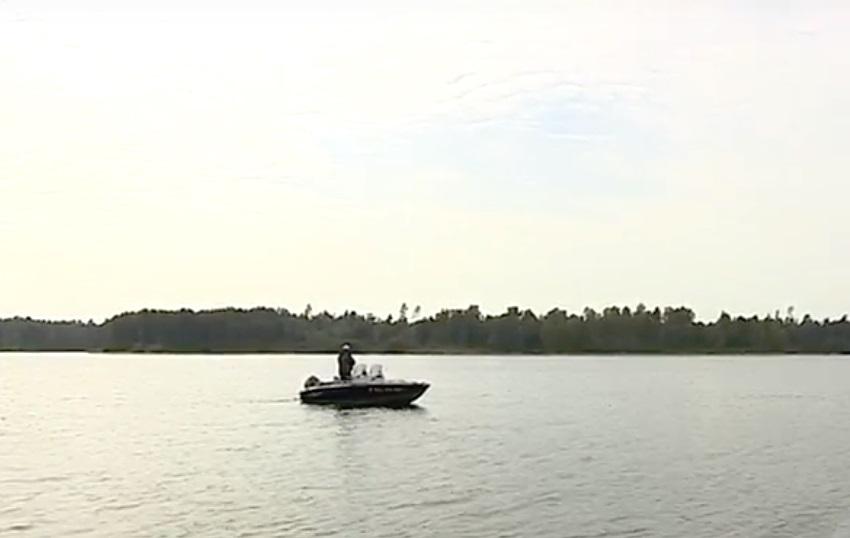 В Ярославской области мужчина спас троих рыбаков с тонущей лодки