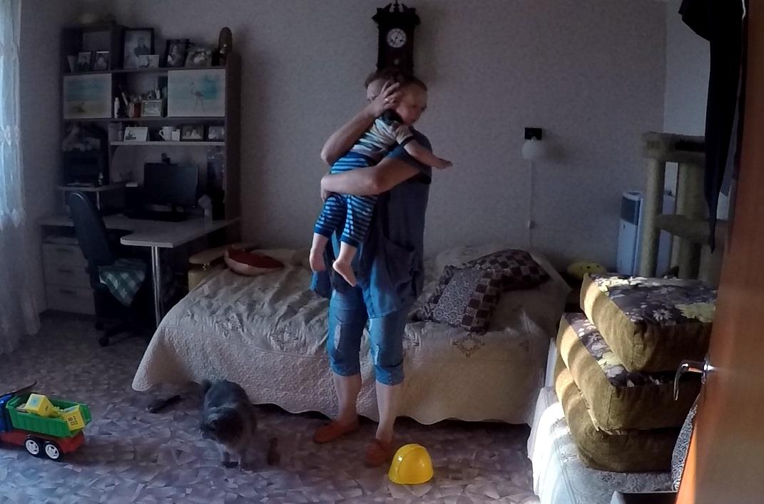 В Ярославле кот запер ребенка в квартире: видео