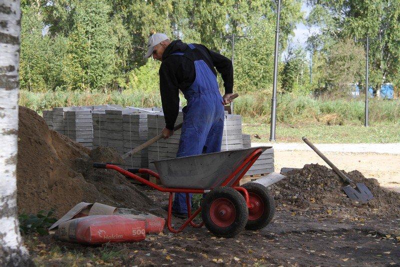 В Рыбинске благоустраивают территорию у памятника жертвам политических репрессий