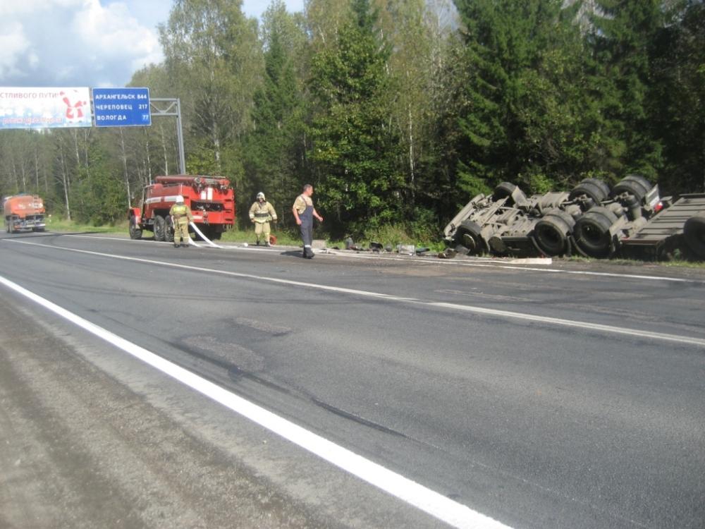 В Ярославской области перевернулась автоцистерна с дизельным топливом