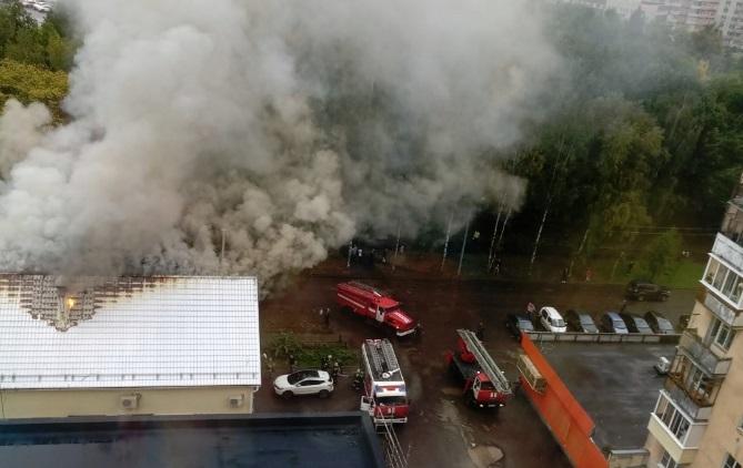 В Дзержинском районе Ярославля горит кафе