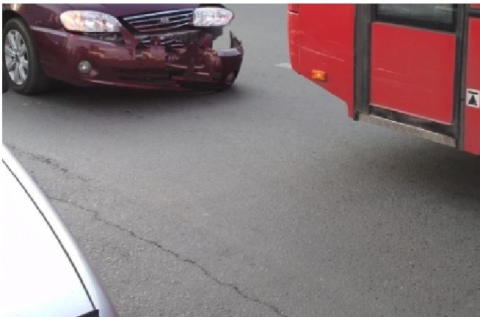 В Ярославле маршрутка попала в ДТП в час пик