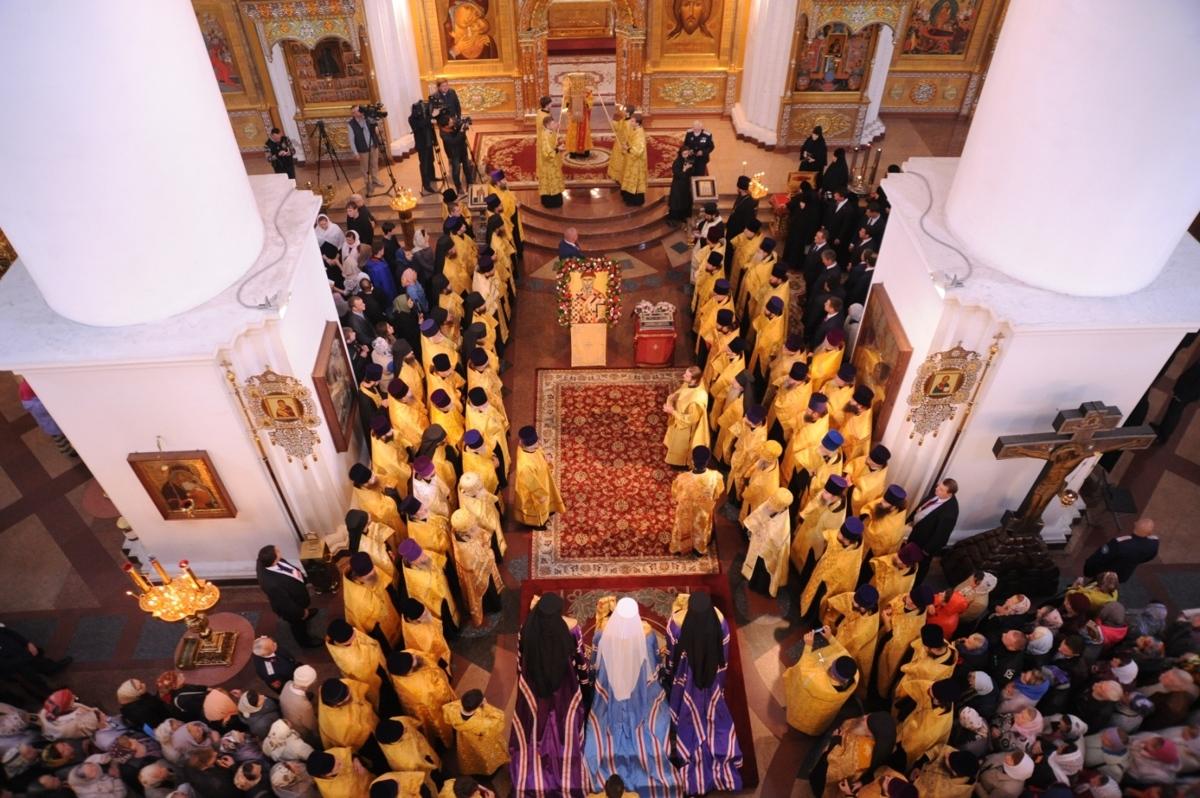 Прикоснуться к святым мощам святителя Спиридона Тримифунтского пришли около 23 тысяч верующих