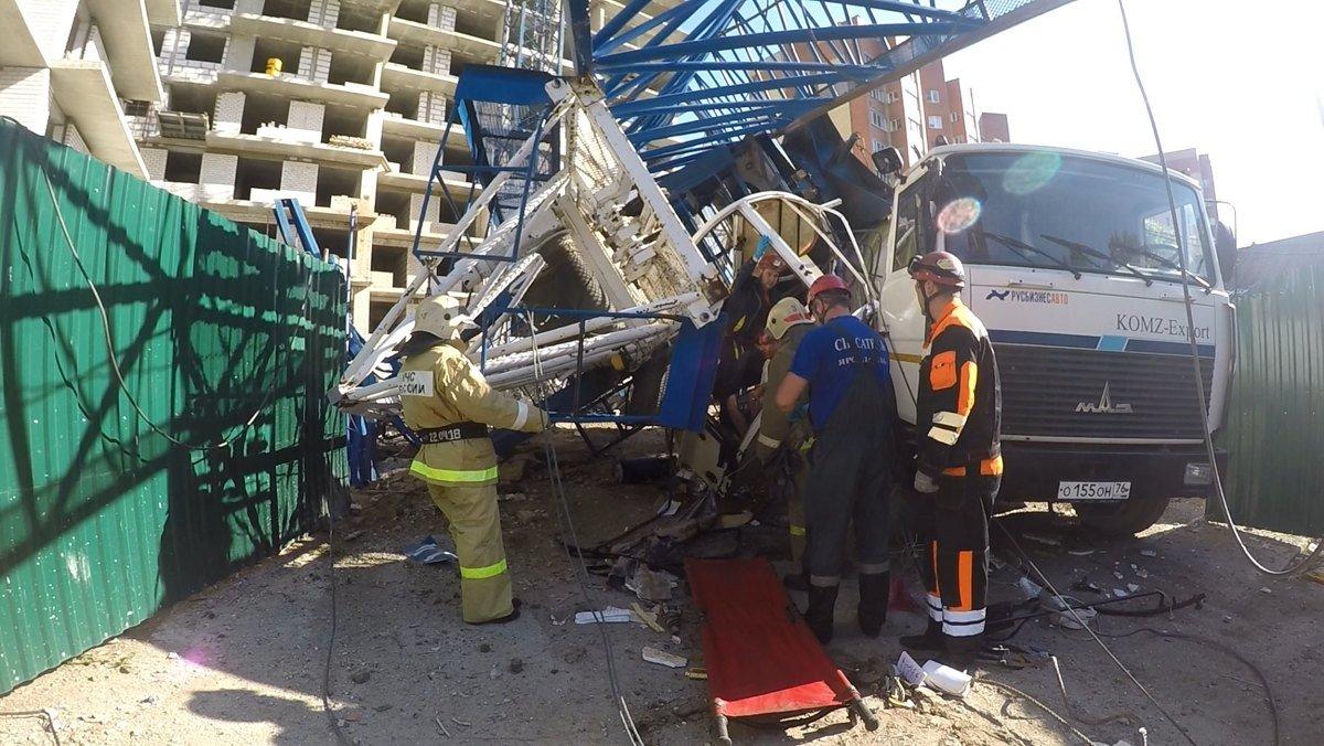 Уголовное дело завели в Ярославле по факту падения башенного крана