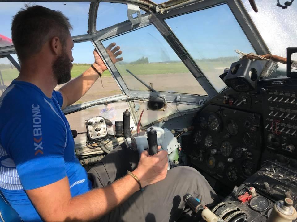 По следам легенды. Энтузиаст из Франции совершил велопробег по нескольким странам в память о советско-французском авиаполке