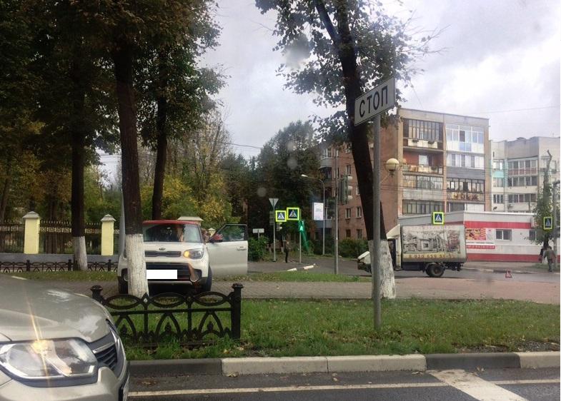 ДТП на проспекте Ленина: девушку за рулем иномарки вынесло на бульвар