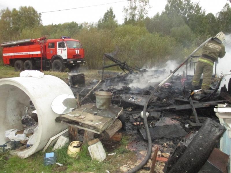 В пожарах под Ярославлем погибли три человека