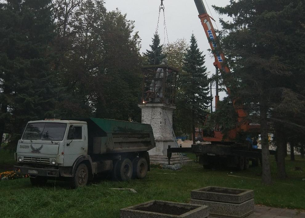 В Ярославской области снесли памятник Ленину, чтобы на его месте возвести храм