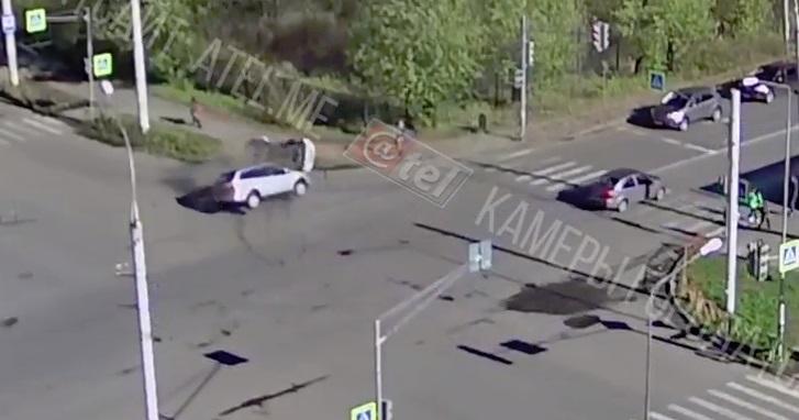 В Рыбинске машина гаишников попала в ДТП: видео