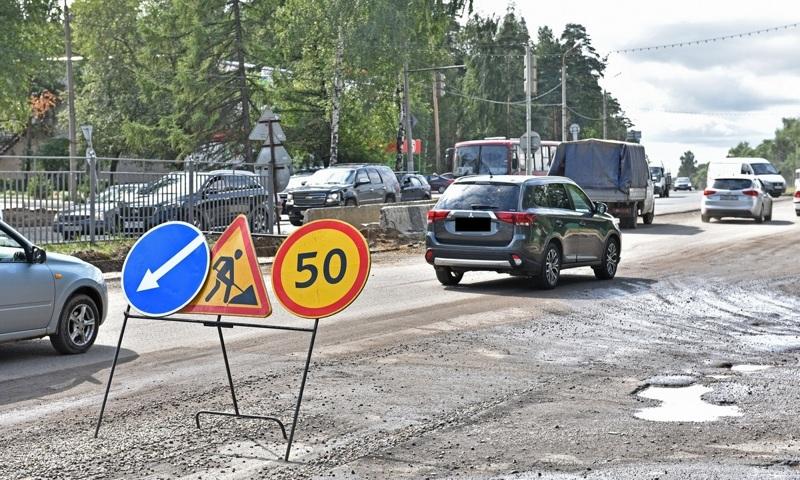 В Ярославле оштрафовали подрядчика за укладку асфальта на проспекте Авиаторов в дождь