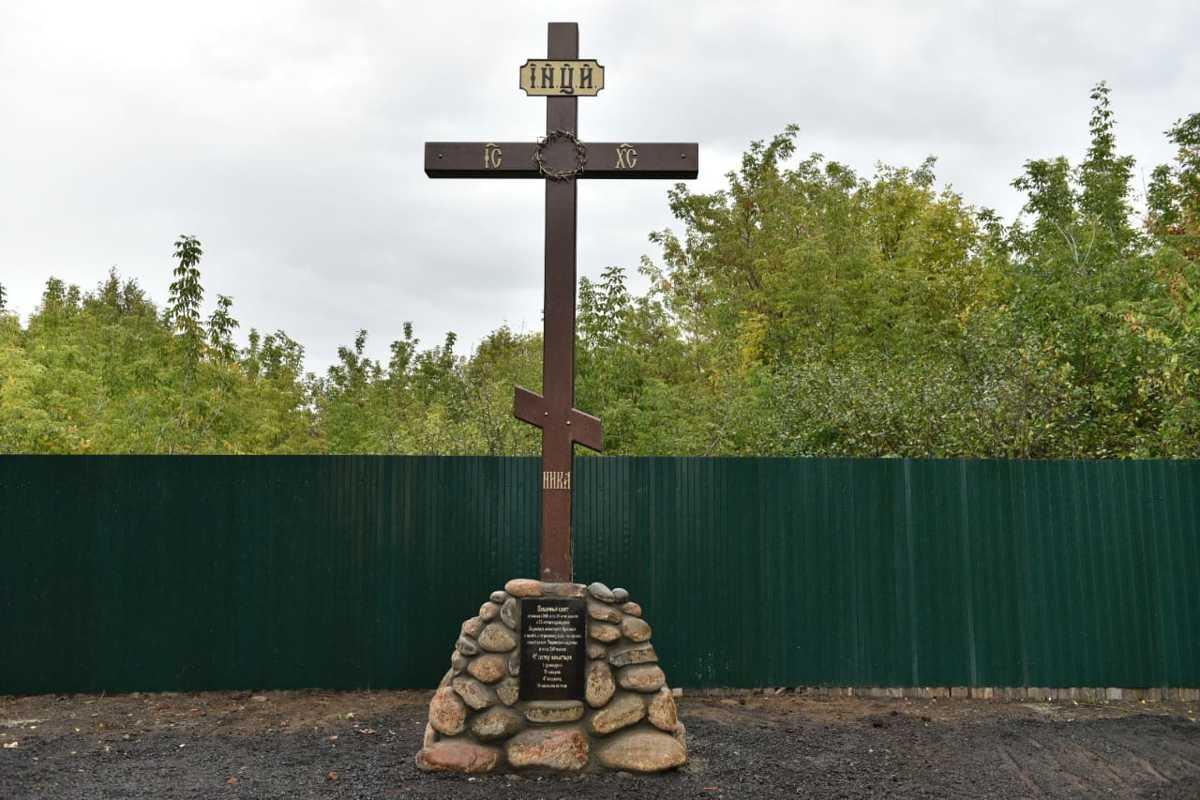 Поклонный крест освятили в Заволжском районе Ярославля