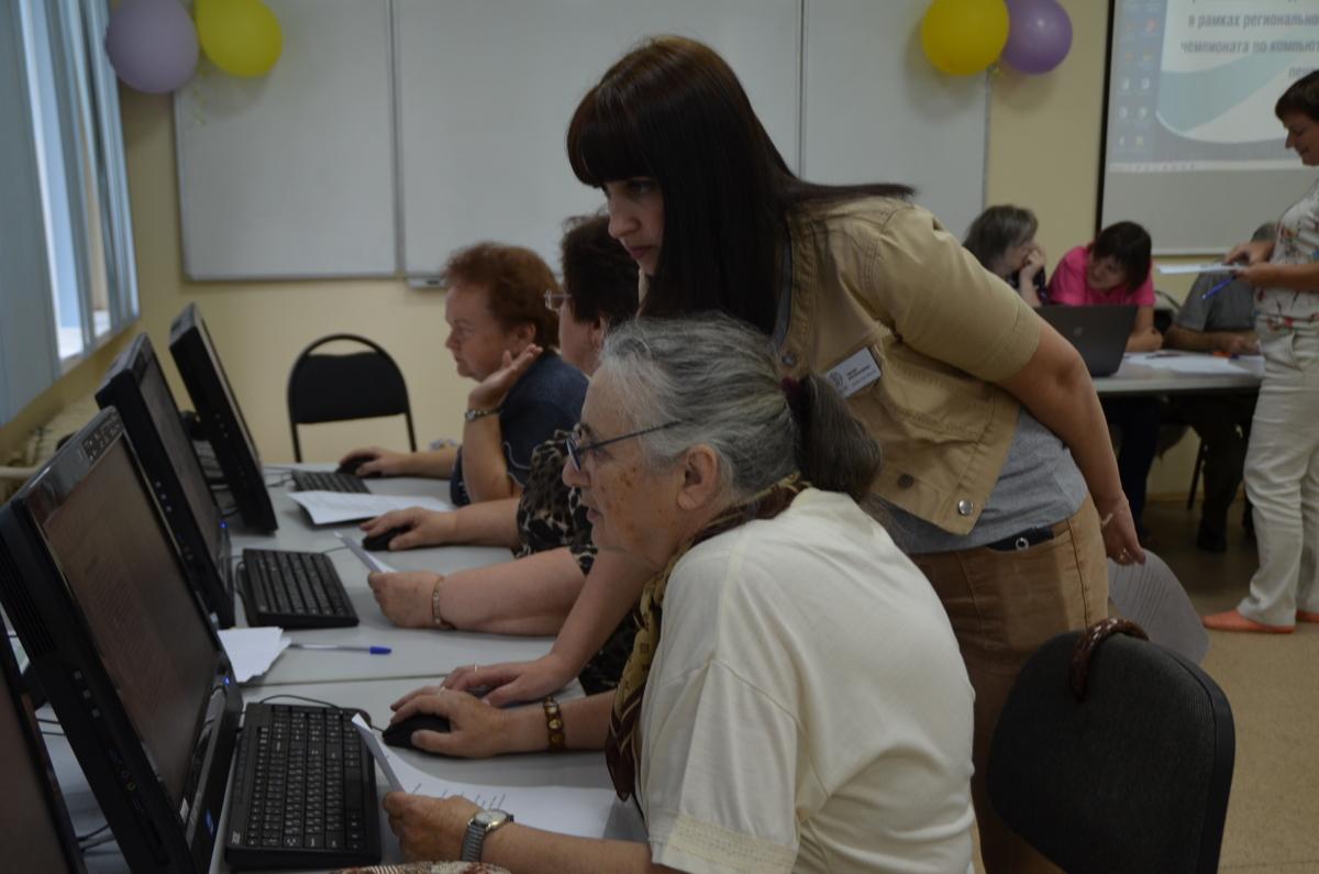Больше тысячи ярославцев обратились через госуслуги за присвоением звания «Ветеран труда»