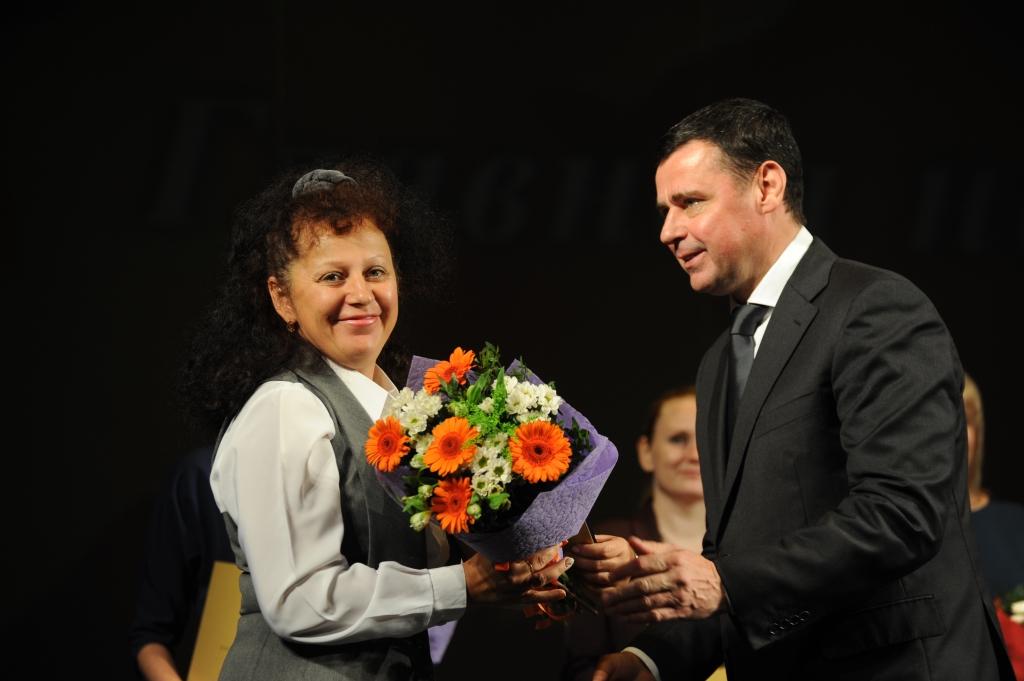 Губернатор Ярославской области вручил педагогам региона государственные и региональные награды