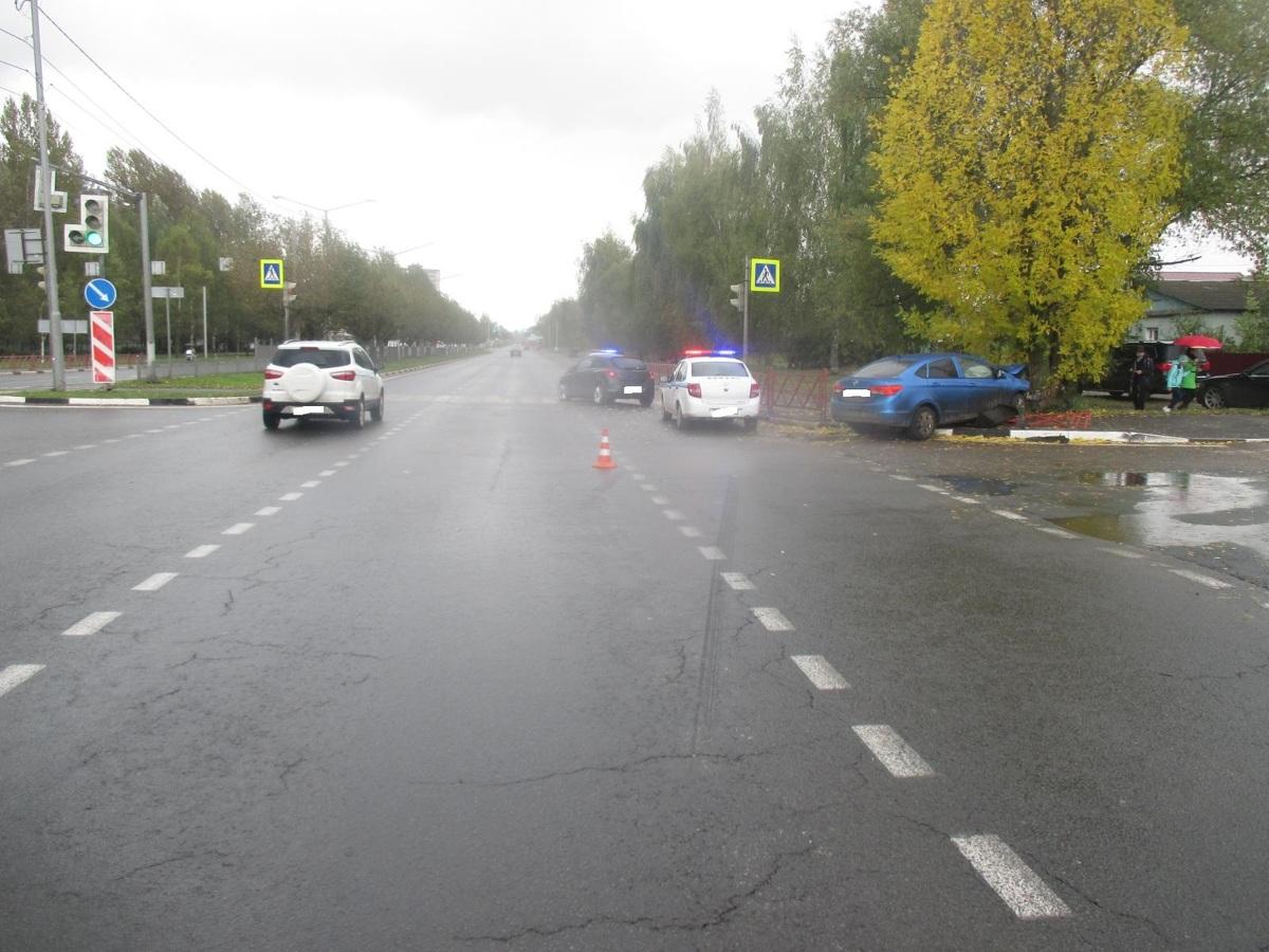 В аварии на проспекте Фрунзе в Ярославле пострадал человек