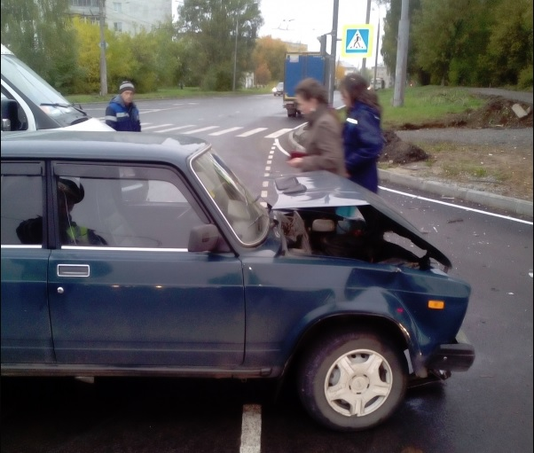 В Рыбинске женщина за рулем иномарки спровоцировала ДТП: видео
