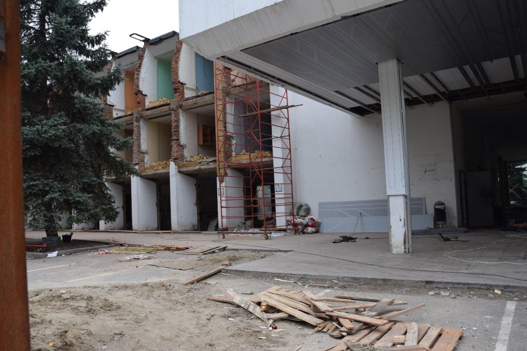 Собственник здания речного вокзала в Ярославле должен восстановить снесенные элементы фасада