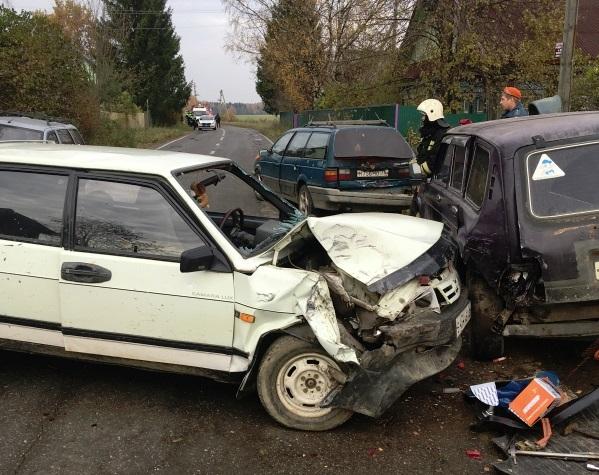 В тройном ДТП под Рыбинском пострадал человек