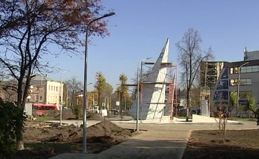 Установка памятника комсомолу в Ярославле близится к завершению
