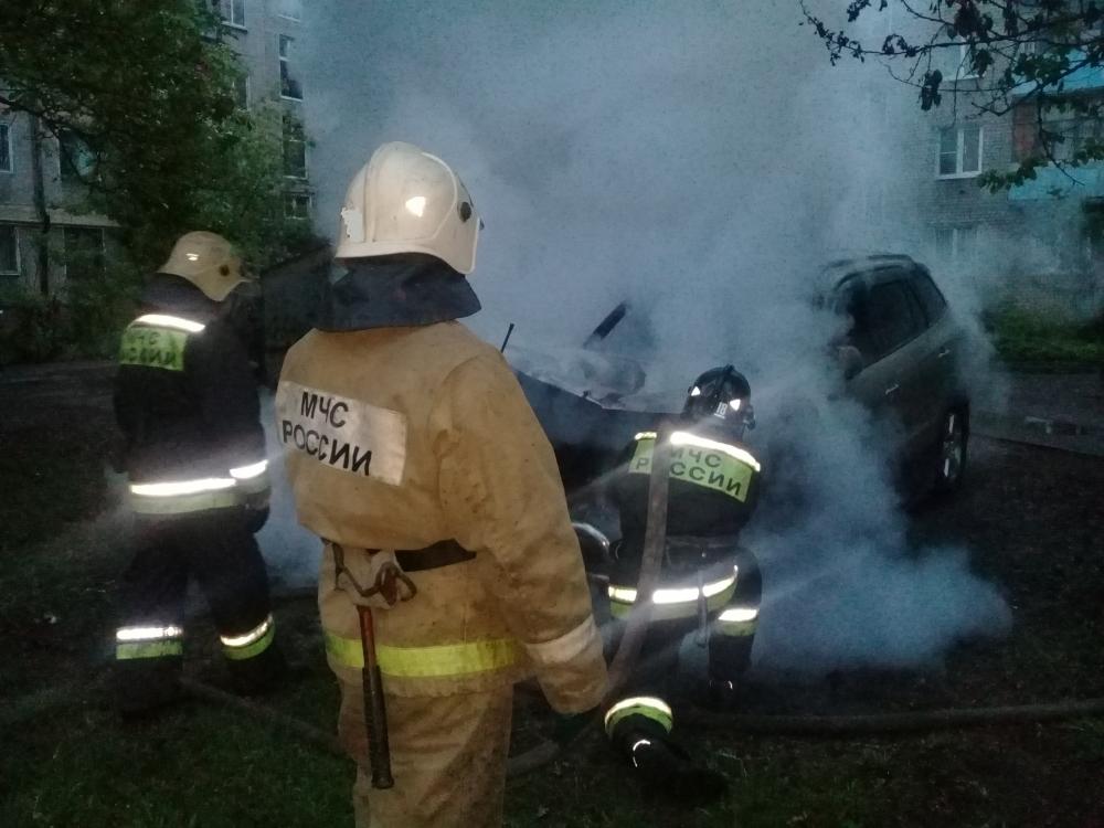 Ночью на парковке в Ярославле сгорели три автомобиля