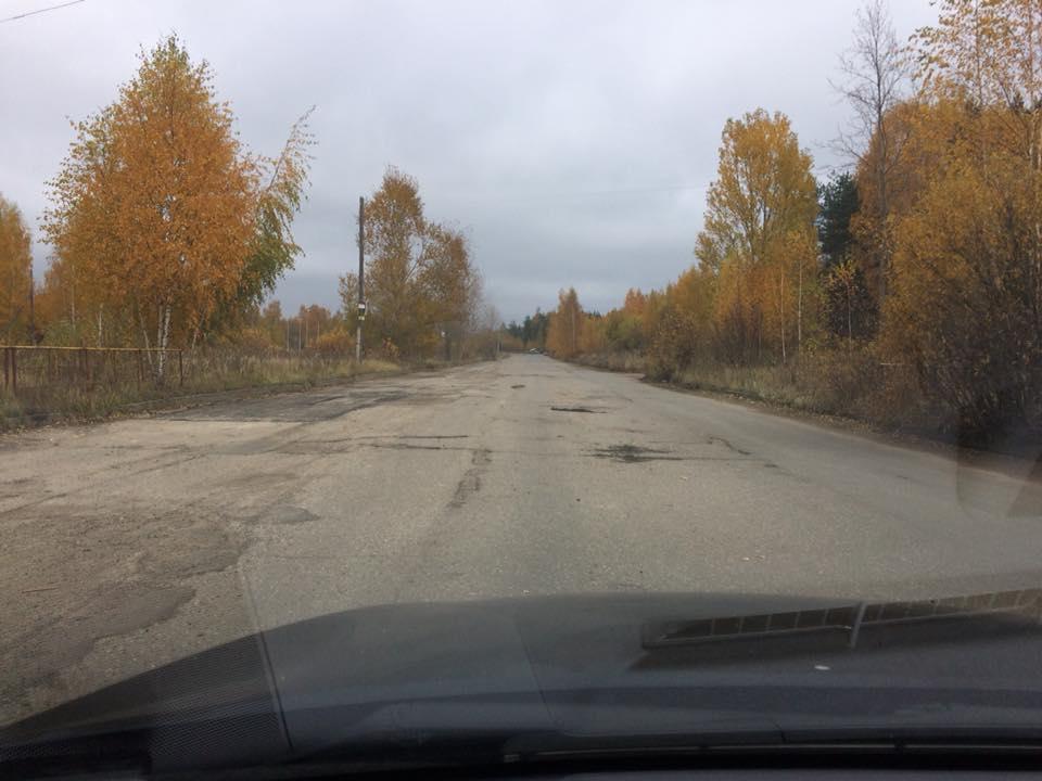 Ярославец за свой счет отремонтировал половину дороги за Волгой