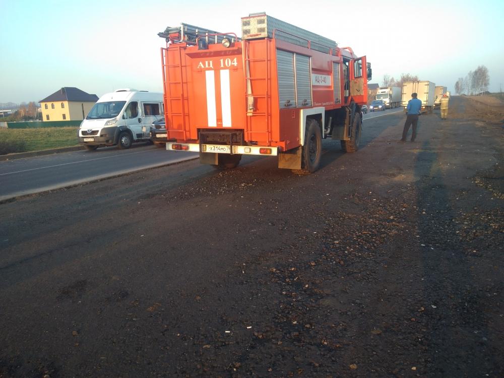 Под Ярославлем столкнулись микроавтобус и грузовик: пятеро пострадавших